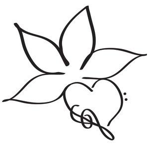 Тату цветок и сердце ручкой