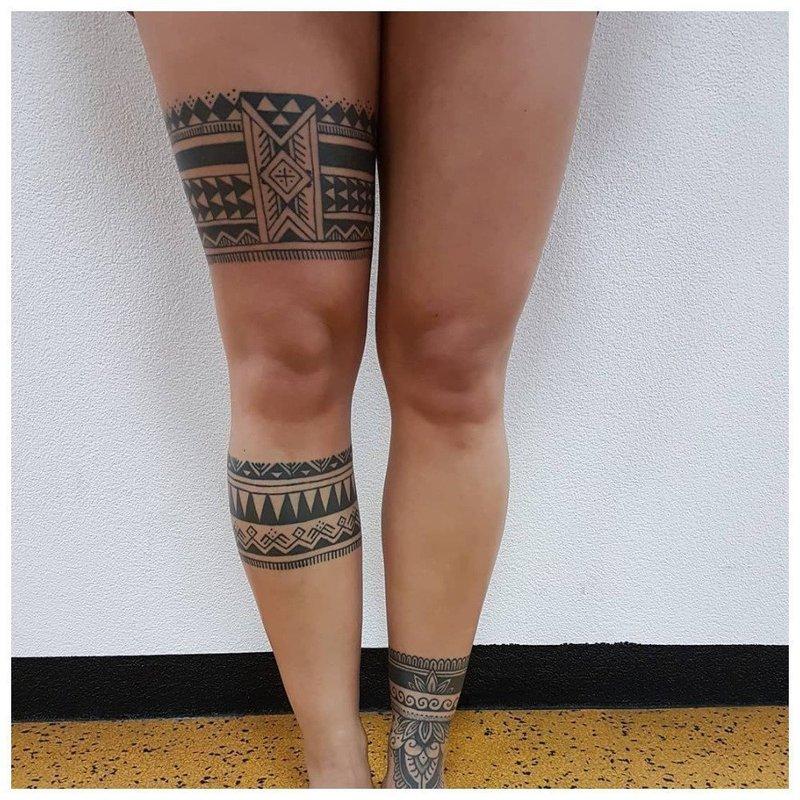 Татуировки вокруг ноги