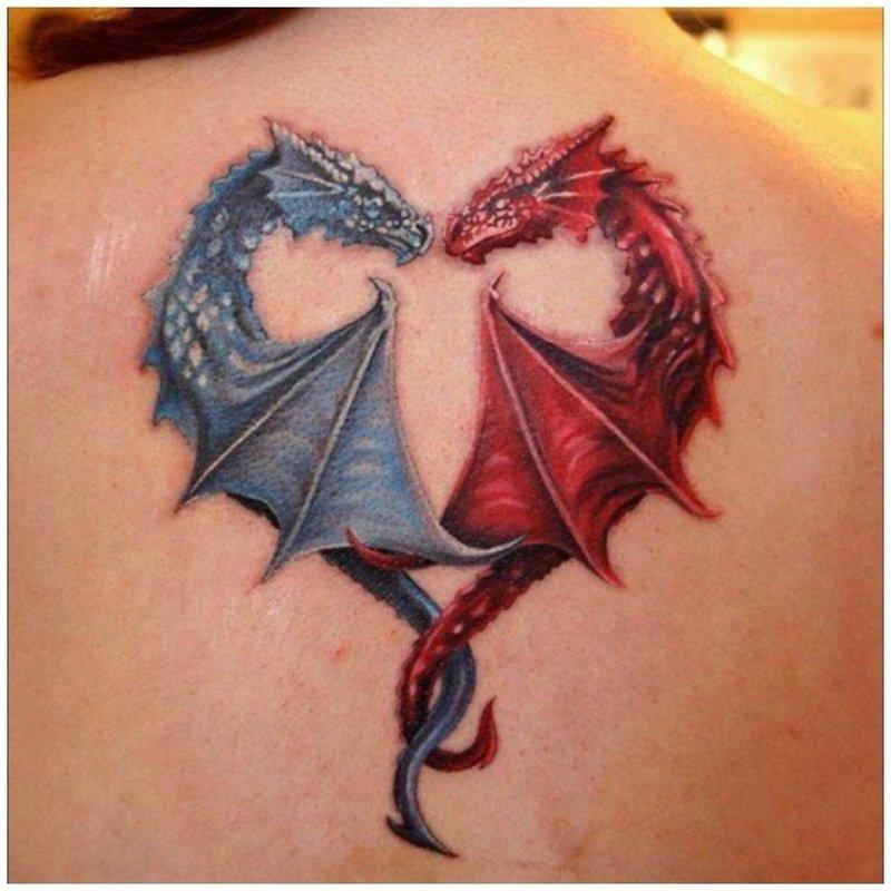 Милое тату двух влюбленных драконов