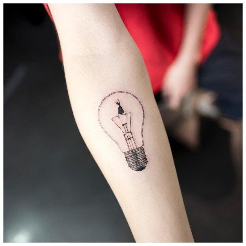 Лампочка в стиле минимализм