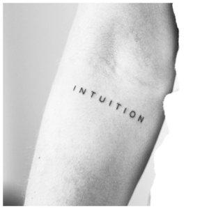 """Тату-надпись """"Интуиция"""""""