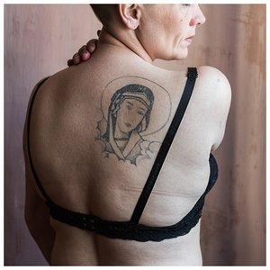 Женская тюремная татуировка на спине