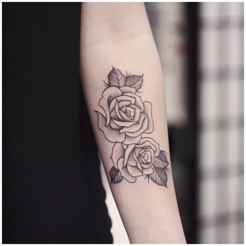 Красивая тату розы на руке