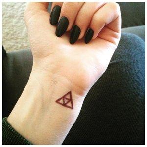 Тату треугольник ручкой