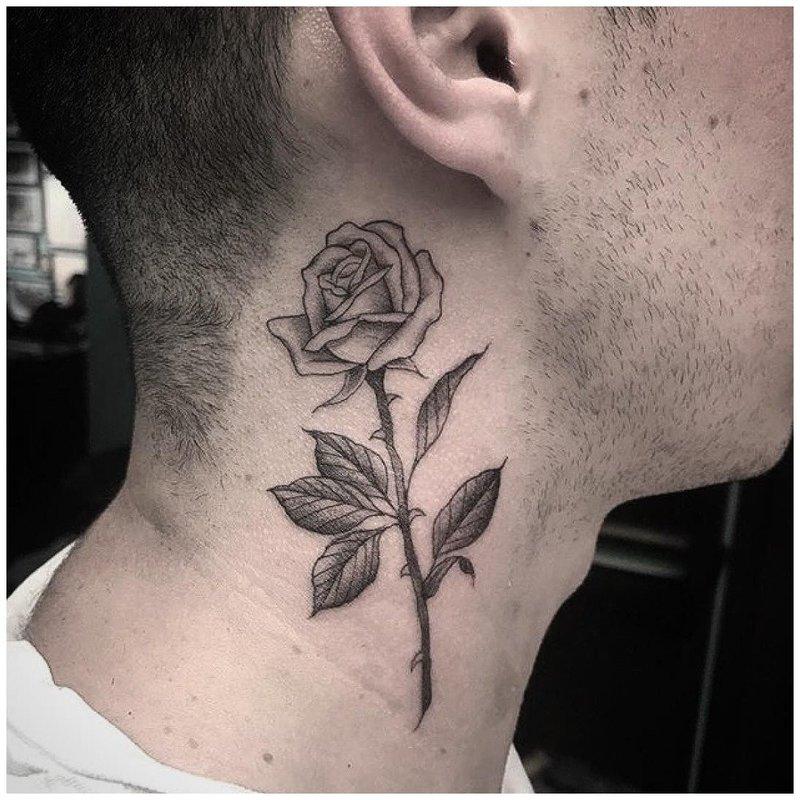 Тату роза на шее у мужчины