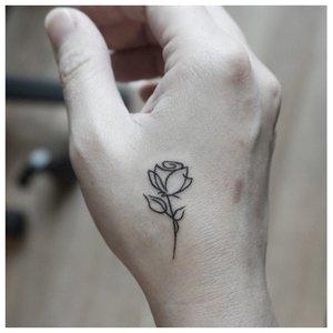 Тату-роза ручкой