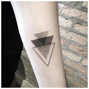Тату из треугольников