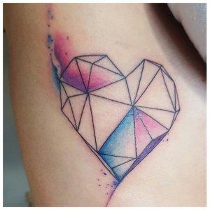 Геометрическая тату в виде сердца