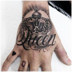 Крупная тату надпись на руке