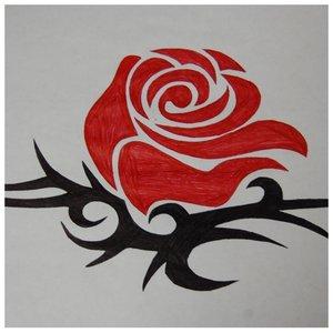 Тату красная роза ручкой