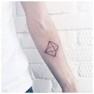 Геометрическая тату для мужчин
