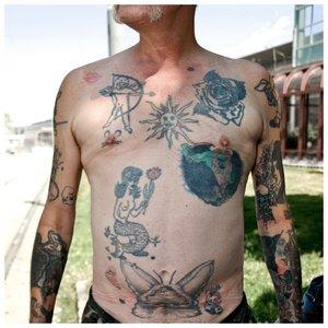 Тюремные татуировки на животе и руках