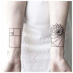 Геометрическая тату на запястье
