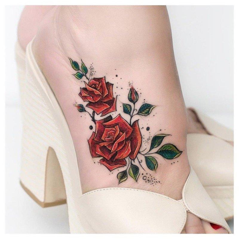 Тату роза на ступне