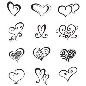 Мини-татуировки сердечки ручкой