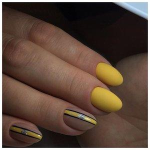 Желтые матовые ногти с дизайном