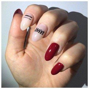 Нецензурные надписи на ногтях