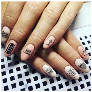 Наклейки-надписи на ногтях