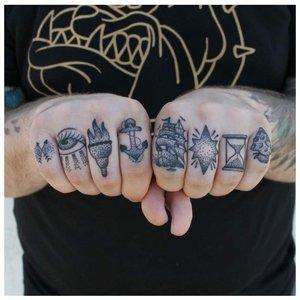 Необычные татуировки на пальцах