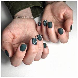 Матовые зеленые ногти