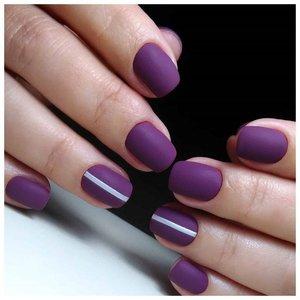Матовый фиолетовый маникюр шеллаком с дизайном