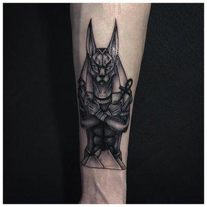 Татуировка с Анубисом