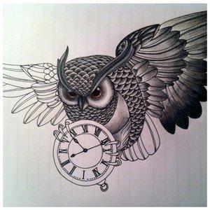 Эскиз совы в полете с часами