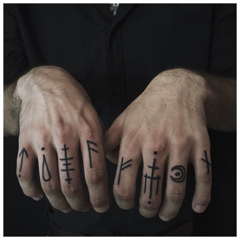 Тату с кельтскими узорами на палец