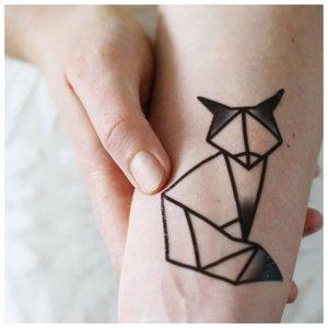 Минималистичная тату лисы с тенями