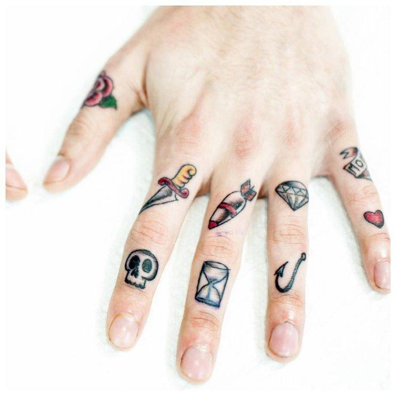 Простые тату на пальцах