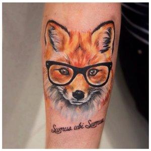 Тату лисы в очках в акварели