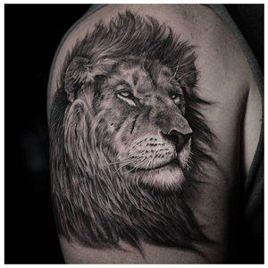 Тату льва с тенями