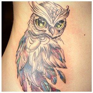 Тату совы с цветными глазами