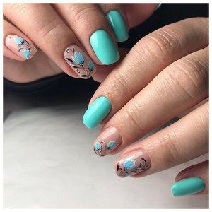 Голубые ногти с цветами