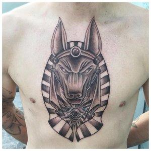 Татуировка Анубиса на груди