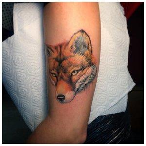 Реалистичная тату лисы в миниатюре