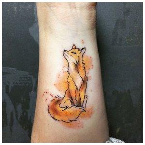 Акварельная тату лисы на запястье