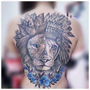 Тату льва на спину