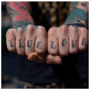 """Тату на пальцах """"Настоящая любовь"""""""