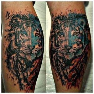 Тату на ноге с тигром