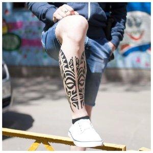 Тату на ноге с маори