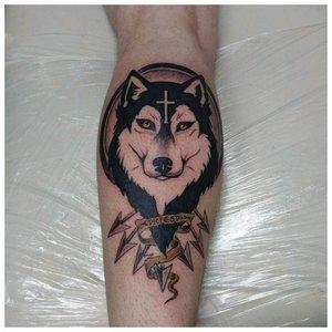 Тату на ноге с волком