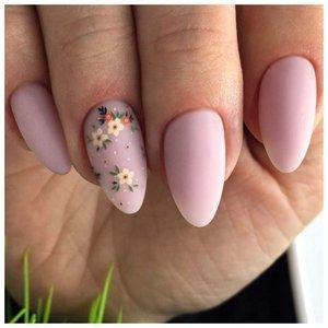 Матовые ногти с цветочками