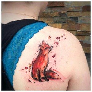 Акварельная тату лисы на спине