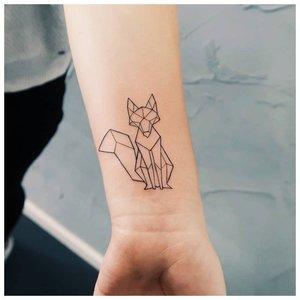 Минималистичная тату лисы в геометрии