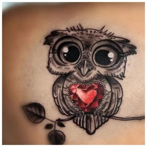 Тату совы с рубиновым сердцем