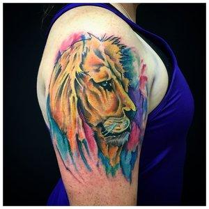 Тату льва в акварели