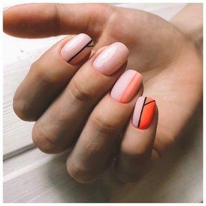 Оранжевый маникюр шеллаком с полосками