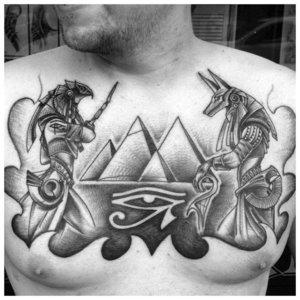 Татуировка Анубиса и Ра на груди