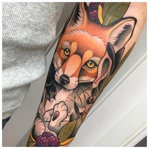 Тату лисы с лайнворком на руке